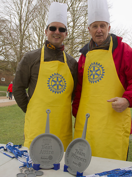 What's cooking ? Rotary members look after the prizes
